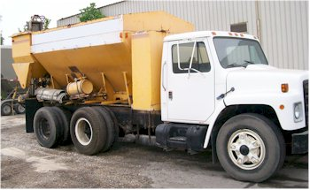 1990 Cemen Tech 9 Yard Mobile Mixer